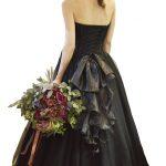 黒ドレス背面